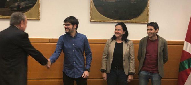Elkarrekin Podemos presenta su plataforma para negociar los presupuestos vascos de 2020 al consejero Pedro Azpiazu